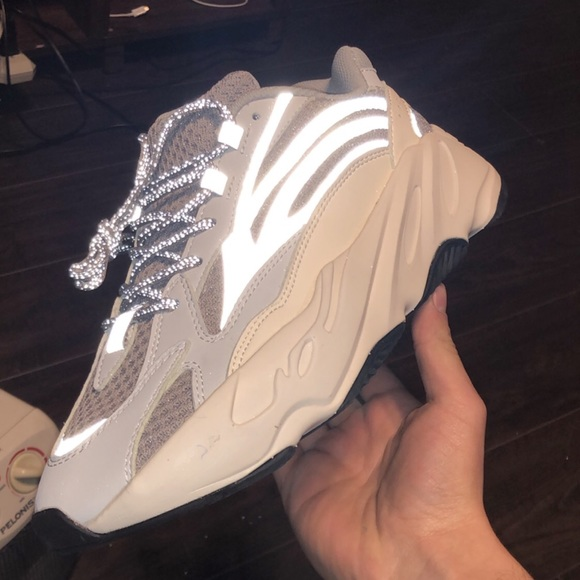 finest selection ec43b 4c699 700 YEEZY Boost Static Wave Runner